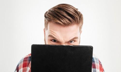 Jak radzić sobie z negatywnymi opiniami w internecie?